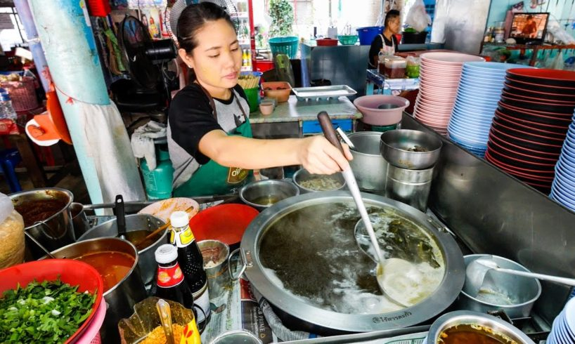 24-Hour Bangkok Street Food - Thai Egg Noodles and OOZING Soft Eggs! บะหมี่แห้งต้มยำพิเศษ