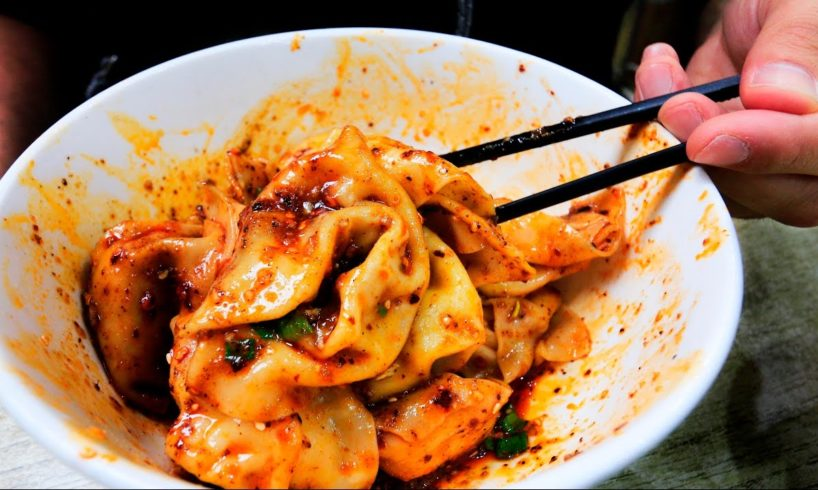 Chinese Street Food SPICY Chengdu Wontons   Sichuan Street Food