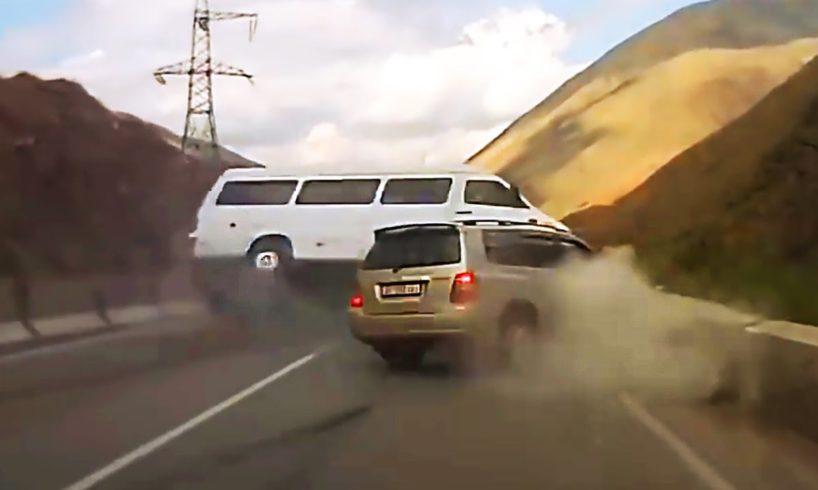 DANGEROUS OVERTAKING - ROAD RAGE & CAR CRASH COMPILATION