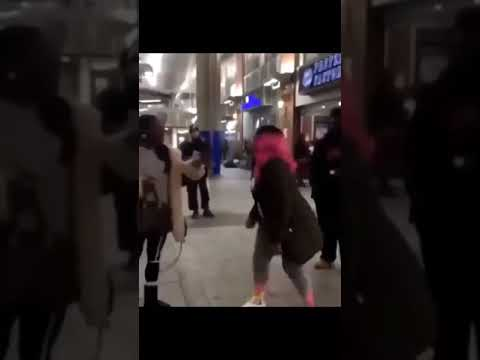 (GRAPHIC) HOOD FIGHT AND THE BULLY LOSES😂