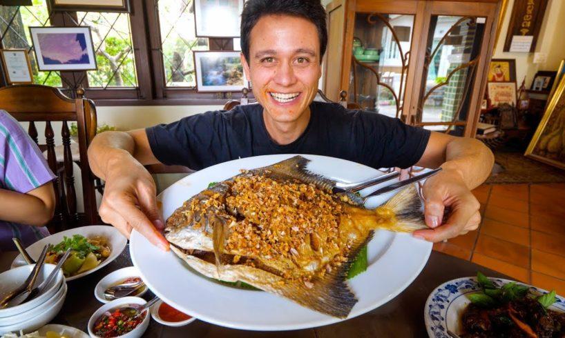 Giant CRISPY POMFRET at 1 MICHELIN STAR - Thai Food Restaurant! | Bangkok, Thailand