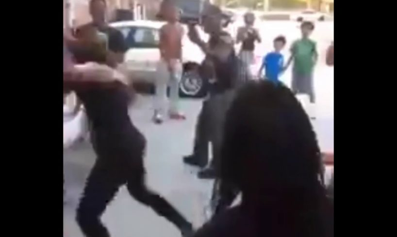 Hood fights (Girl fight) New) Girl Spits In Girl Face an Try's To Run 2018