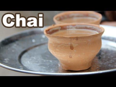 Indian Chai - Drinking Amazing Tea in Clay Cups in Kolkata (Calcutta), India!