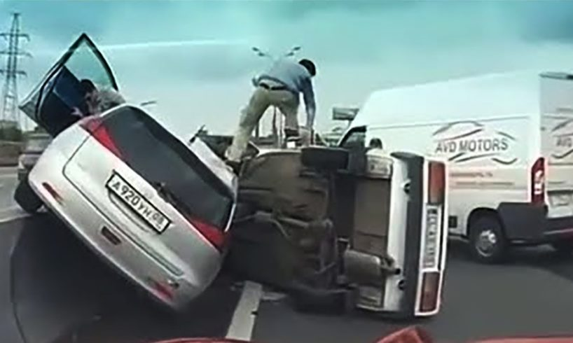 42 Examples of Dangerous Overtaking - Really Stupid Drivers !!!
