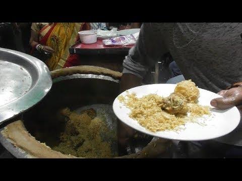 Bengali People are Festive Mood | Enjoying Food During Durga Puja Kolkata | Street Food Loves You