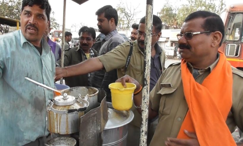 Best Daredevil Energetic Tea Seller in The World - Working with Fun - Street Food India