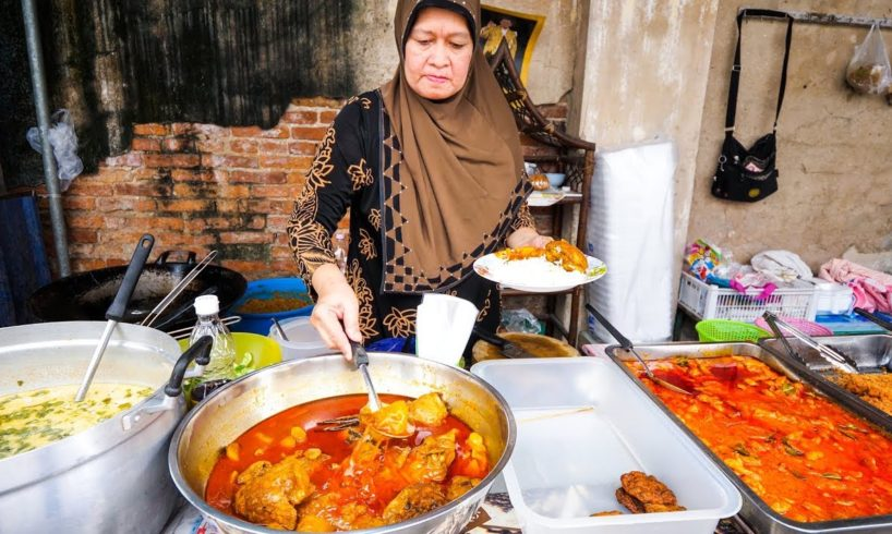 Halal Thai Street Food in Bangkok - AMAZING THAI CURRY and ROTI Food Tour!