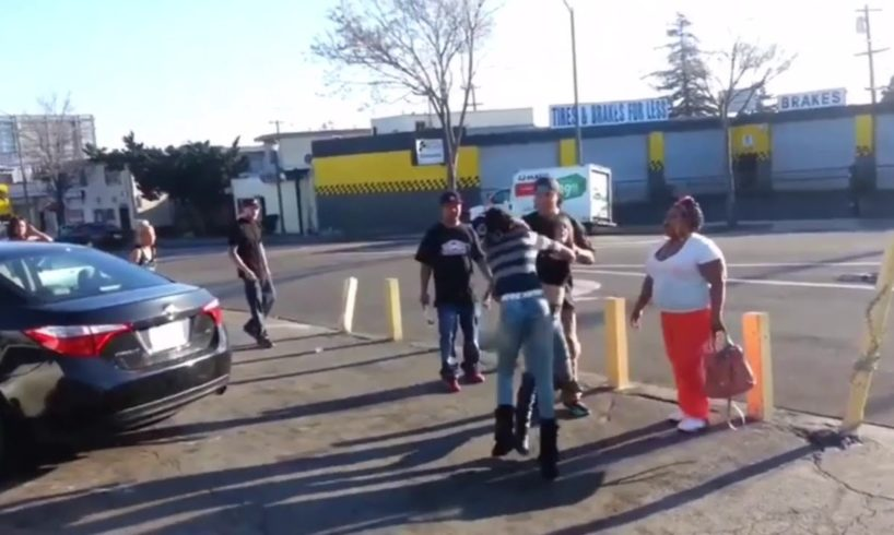 Hood fights (Girl fights) New)Girls Fighting At The Hood Store 2018 A must See