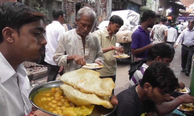Luchi Ghugni 12 rs Only | Cheap But Tasty Street Food Kolkata