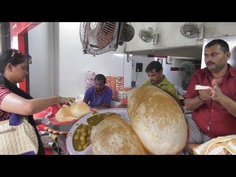 Tewari Bro Special Kolkata Bara Bazar | Big Chola Bhatura/Tikia Chola | Best Veg Street Food India