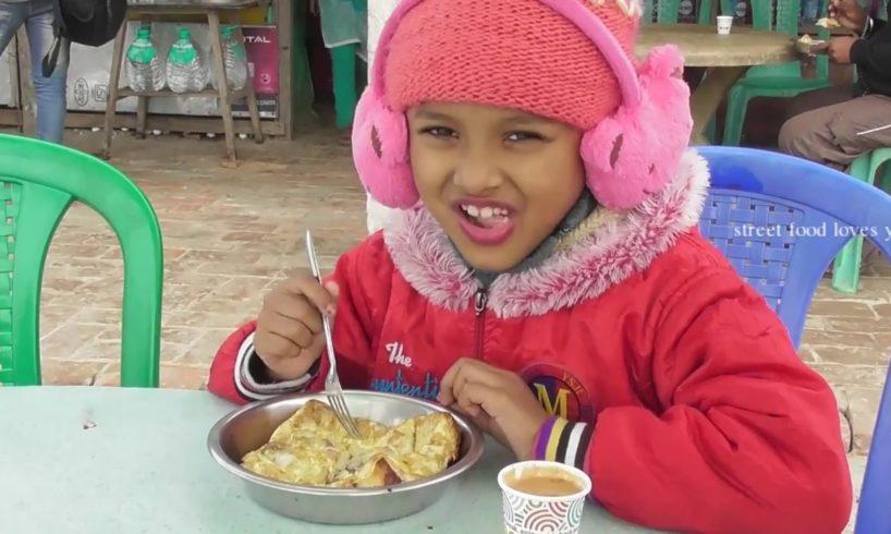 Baby Eating Omelette Toast & Tea at Bakkhali Sea Beach West Bengal   Street Food Loves You