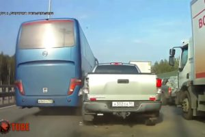 Idiot Bus Drivers - Bus without brakes, Extreme Driving Fails