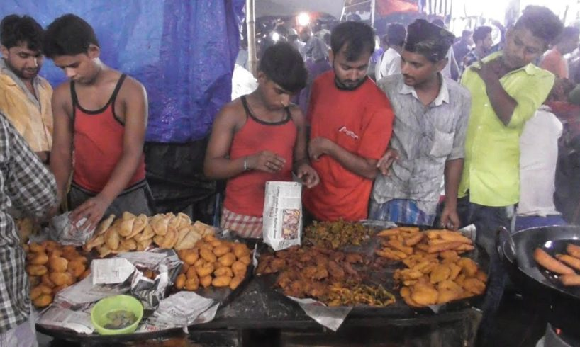 Kolkata People Enjoying Evening Street Food - Huge Pakora ( Snacks ) Selling - Indian Street Food