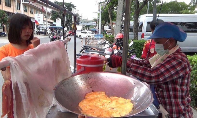 She is Hard Working - Rice with Egg Omelette & Chicken Fry - Thailand Street Food