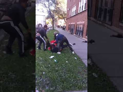 Chicago Hood Fight 3 Vs 1 Female Stands Her Ground & Beat Up 800 Gotti Must Watch