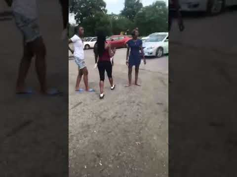 HOOD FIGHT FEMALES TALKING TO MUCH!!!