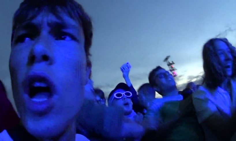 Inside a MOSH PIT at a Travis Scott concert [NEAR DEATH]