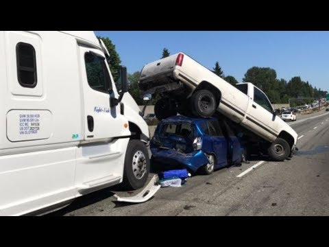 SEMI TRUCK CRASH COMPILATION. TRUCK DRIVING FAILS 2019