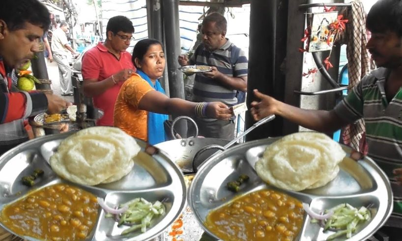 He is Hardworking but Happy - 5 Piece Naan Puri @ 20 rs - All Enjoying Cheap Lunch