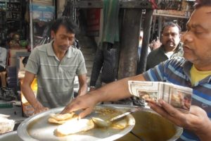 Mahanati ( Hardworking ) Worker - 2 Luchi ( Puri ) @ 10 rs - Indian Street Food