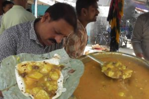 Best Place to Eat Street Breakfast - Paratha @ 4 rs each - Kankinara Street Food