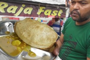 It's a Common Man Street Food in Ranchi - 2 Piece Chole Bhature @ 25 rs - Indian Street Food