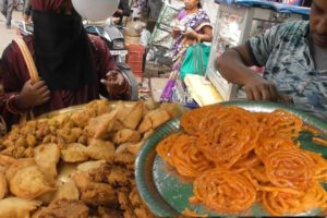 Best Place to Eat Snacks in Ranchi - Pakoda @ 6 rs - Indian Street Food