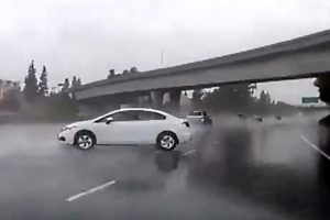 Hydroplaning car crashes on Dashcam - Driving in rain