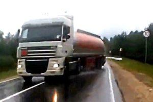 Total idiots on the road (Semi Truck Drift)
