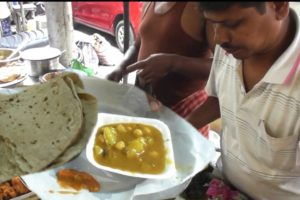 You will Not Find Such Food Anywhere   4 Roti with Curry 20 Rs Plate   Indian Street Food