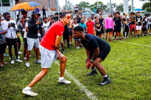 A NFL PLAYER SHOWED UP AND GOT CLAMPED!! (TAMPA 1ON1'S FOR $1000)