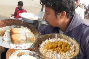 Famous Muri Ghugni 25 rs & Egg Toast 20 rs | Digha Sea Beach | Indian Street Food