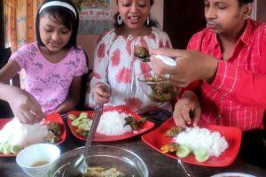 Hilsa Vapa & Ilish Macher Matha Diea Kachur Shak | Just Awesome Eating Show