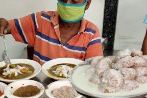 """ Delhi Chat House "" | People Enjoying Tasty Samosa & Samosa Chaat | Indian Street Food"